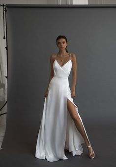 Silky, light, comfortamble and sexy. This dress is a robe-like form is created for romantic bride that also wants to look chic, minimalistic and stylish. This dress goes along with lots of accessories and outwear. Dream Wedding Dresses, Bridal Dresses, Wedding Gowns, Prom Dresses, Silky Wedding Dress, Silky Dress, Wedding Rings, Stylish Dresses, Simple Dresses