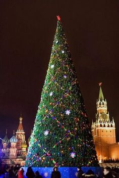 Christmas trees, Russia--St. Basil's is behind the tree!!