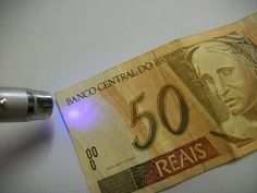 Banco terá de indenizar correntista por entregar-lhe cédula falsa