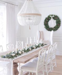 Did you catch our latest blog? You are breaking down the top home decor trends of 2018. Our favourite? Intricate light fixtures like this gorgeous beaded chandelier that adds a talking piece to this neutral dining room. Head on over to our website to read the full blog and see what other trends made our list. #BuildDesignLandscape #ModernMonday |  c/o: @jshomedesign • • • #Luxury #CustomHome #Custom #HomeDesign #Modern #ModernHome #YYZ #YYZArchitecture #Architecture #Home #House…