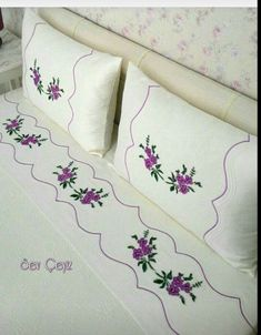 This Pin was discovered by Duy Embroidery Stitches, Embroidery Patterns, Hand Embroidery, Machine Embroidery, Bed Covers, Pillow Covers, Sunflower Tattoo Design, Bargello, Fabric Painting