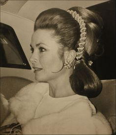 Princess Grace of Monaco (Grace Kelly) arriving at the Royal Festival Hall, London, to be compere at a charity concert in aid of united world colleges. Andrea Casiraghi, Charlotte Casiraghi, Old Hollywood, Princesa Grace Kelly, Prince Rainier, Albert Von Monaco, Prince Of Monaco, Monaco Princess, Royals