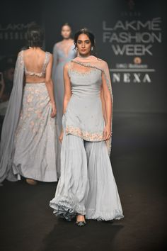 Lakme Fashion week - winter/festive 2018 - Julie Shah - Fashion Show Indian Wedding Outfits, Pakistani Outfits, Indian Outfits, Dress Wedding, Sharara Designs, Indian Attire, Indian Ethnic Wear, Indian Suits Punjabi, Dress Indian Style