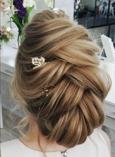 Updo Hairstyle updo wedding hairstyle's so beautiful light, airy and elegant hairstyle Braided Hairstyles For Wedding, Elegant Hairstyles, Vintage Hairstyles, Down Hairstyles, Pretty Hairstyles, Bridesmaid Hairstyles, African Hairstyles, Prom Hairstyles, Hairstyle Ideas