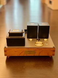 A user-submitted image gallery that showcases some of the best DIY hi-fi projects from around the world. Our focus is on aesthetics, design and build quality. Audio Box, Hifi Audio, Valve Amplifier, Radio Design, Home Cinemas, Audiophile, Wooden Diy, Tech Gadgets, Image
