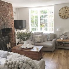 I've been promised a full English breakfast this morning. My main objective is to see this promise through. ☕️ 🍴🍳🥓 Cottage Lounge, Cottage Living Rooms, Home Living Room, Living Room Designs, Living Room Decor, Country Lounge, Cozy Living, Cottage Shabby Chic, Country Cottage Interiors