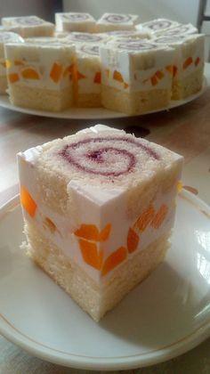 Könnyed nyári finomság, piskótatekercses vaníliakrémes szelet! Bámulatos, krémes és fantasztikus! - Ketkes.com