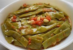 Excellent Photo healthy Meat snacks Tips, Hot beans with olive oil Here's 30 healthy snacks that are easy to seize and. Healthy Meats, Healthy Snacks, Healthy Eating, Turkish Green Beans Recipe, Vegetable Drinks, Vegetable Recipes, How To Cook Greens, Cooking Green Beans, Cooking With Olive Oil