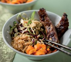 Eastern ribs with coleslaw and sweet chilli rice - rooi rose Sweet Chilli, English Food, Coleslaw, Ribs, Beer, Ethnic Recipes, Cabbage Salad, Root Beer, Ale