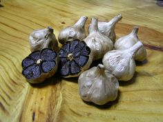 How to Cook for Garlic & Onion Haters: Alternatives & Substitutes « Food Hacks Fresh Fruits And Vegetables, Fruit And Veg, Strange Fruit, Childrens Meals, Black Garlic, Garlic Bulb, Salud Natural, Onion Recipes, Exotic Fruit