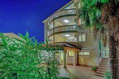 ADRIATIC SEA VILLA  Luxe 1e etage appartement met balkon mooi uitzicht 60 meter van de zee  EUR 440.25  Meer informatie  #vakantie http://vakantienaar.eu - http://facebook.com/vakantienaar.eu - https://start.me/p/VRobeo/vakantie-pagina