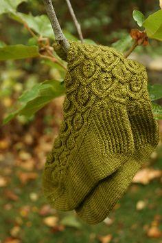 Ravelry: Ivy Trellis Socks pattern by Alana Dakos Crochet Socks, Knitting Socks, Loom Knitting, Hand Knitting, Knitting Patterns, Knit Socks, Knit Stockings, How To Purl Knit, Knitting Accessories