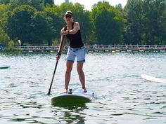 Immer im Sommer- Einführungskurse Stand up Paddling  mit der österr. Staatsmeisterin bei flexyfit! Wellness, Sport, Stand Up, White Shorts, Outdoor, Fitness Studio, Get Up, Outdoors, Sports