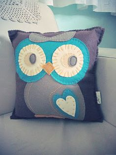 Felt owl pillow. Ideas for other animals also on blog. No patterns