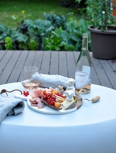 How To Build a Beautiful Charcuterie Plate For Any Season - Turntable Kitchen