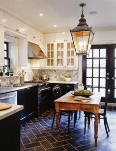 Great kitchen #chandelier #kitchen #gourmet #design #chic