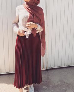 Skirts For Women – My WordPress Website Street Hijab Fashion, Muslim Fashion, Skirt Fashion, Fashion Outfits, Maroon Skirt Outfit, Red Skirt Outfits, Nice Outfits, Hijab Style, Hijab Chic