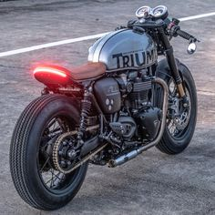 Reposted from – Triumph Thruxton R signed Zeus Custom Cycles . – … Reposted von – Triumph Thruxton R signiert Zeus Custom Cycles. Triumph Cafe Racer, Cafe Racer Bikes, Cafe Racers, Cb 750 Cafe Racer, Cx500 Cafe Racer, Cafe Bike, Cafe Racer Build, Triumph Motorcycles, Custom Motorcycles