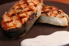 Somon la grătar cu sos de iaurt şi lămâie Grilling Recipes, Baked Potato, Tiramisu, Steak, Pork, Potatoes, Baking, Ethnic Recipes, Pisces