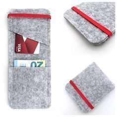 Father's Day is coming. A simple proposal and very practical. The Effective Pictures We Offer You About fabric crafts xmas A quality picture can tell you many things. Felt Diy, Felt Crafts, Fabric Crafts, Sewing Crafts, Diy And Crafts, Sewing Projects, Diy Wallet Felt, Pochette Portable Couture, Leather Craft