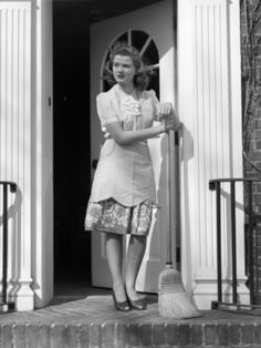 Vintage Housewives – 32 Lovely Photos Show Young Women Working Housework in the 1940s-50s ~ vintage everyday