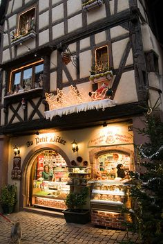 Au petit Délice - Riquewihr, Alsace, France. Our tips for 25 places to see in France: http://www.europealacarte.co.uk/blog/2011/12/22/what-to-see-in-france/