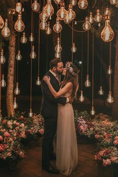 20 Edgy Edison Bulb Wedding Ideas – Wedding Inspiration – Ideas - Decoration For Home Wedding Night, Wedding Bells, Wedding Bride, Edgy Wedding, Spring Wedding, Wedding Unique, Whimsical Wedding, Wedding Tips, Outdoor Night Wedding