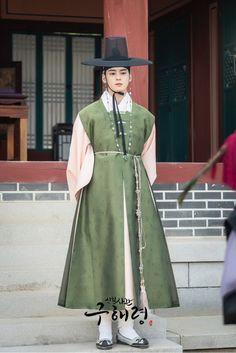 LOOK: ASTRO's Cha Eun Woo's upcoming historical drama releases new stills and premiere date - Annyeong Oppa Korean Hanbok, Korean Dress, K Pop, Cha Eunwoo Astro, Shin Se Kyung, Historian, Handsome Boys, Korean Actors, Asian Actors