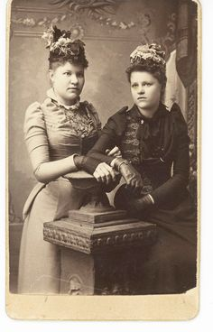 Late 1880s CDV Fashion  *OH LOOK, HER SLEEVES ARE ILL FITTING TOO, JUST LIKE MINE*