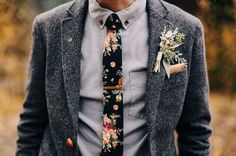 Tweed Grooms Suit with Floral Tie :: 2017 Wedding Trends