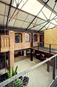 Location Works: lofts and conversions Warehouse Living, Warehouse Home, Warehouse Design, Warehouse Apartment, Loft Conversion Design, Warehouse Conversion, Industrial Home Design, Industrial House, Converted Warehouse