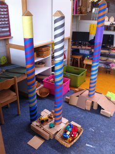 Het spel in de bouwhoek verrijken met kokers. @mijnhartje@obs_koppel Block Area, Block Play, Play Based Learning, Nursery, Invitations, School, Carnival, Universe, Astronaut