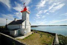 Manche - Phare de l'Ile Wrac'h, Plouguerneau (Finistère) - Coordonnées 48° 36′ 53″ N / 4° 34′ 33″ W - Feux : 3 éclats rouges / 7 s