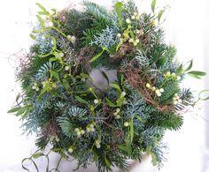 Adventskranz - Adventskranz Tischkranz-Türkranz Misteln Tanne - ein Designerstück von floristikwerkstatt bei DaWanda