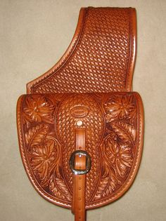 Nicely done medium saddle bags Leather Saddle Bags, Leather Art, Custom Leather, Leather Tooling, Leather Handbags, Leather Wallets, Leather Workshop, Leather Carving, Handbag Patterns