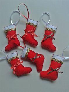 Enfeite de natal em feltro  pode ser usado para decoração em árvore de natal., ou como sua imaginaçãomandar.