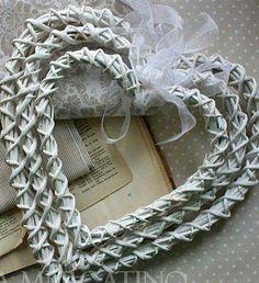 Paper Basket Weaving, Willow Weaving, Newspaper Basket, Newspaper Crafts, Diy Paper, Paper Art, Diy And Crafts, Arts And Crafts, Basket Crafts