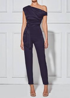 Women's Classy Commuting Sloping Shoulder Jumpsuit Look Fashion, Womens Fashion, Fashion Trends, Feminine Fashion, Fashion Black, Petite Fashion, Curvy Fashion, Fashion Bloggers, Fall Fashion