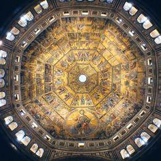 Veduta interna della cupola del Battistero di San Giovanni a Firenze Toscana.