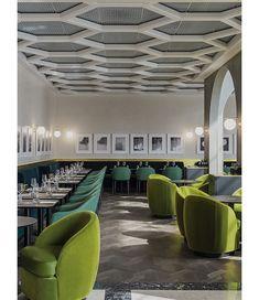 Le chef Guy Martin a fait appel à la French touch d'India Mahdavi pour sa nouvelle adresse gastronomique, I Love Paris, en plein cœur de l'aéroport Paris-Charles-de-Gaulle.