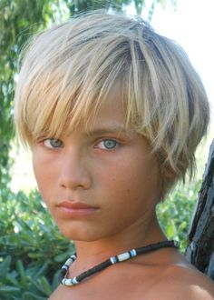 Oh gods, je looks like Will Solace! Cute 13 Year Old Boys, Young Cute Boys, Beautiful Children, Beautiful Boys, Pretty Boys, Blonde Jungs, Cute Blonde Boys, Beauty Of Boys, Fringe Haircut