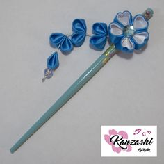 Palito japonês para cabelo - Kanzashi. Modelo Sakura. Kanzashi, Japanese Hair, Satin Ribbon Flowers, Tiaras, Tall Clothing, Models, Legs