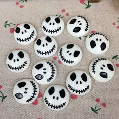 Flat Back Resin Cabochon Skeleton For Halloween DIY Flatback Embellishm. Flat Back Resin Cabochon Skeleton For Halloween DIY Flatback Embellishment Accessories Scr Plat Halloween, Theme Halloween, Halloween Rocks, Halloween Tags, Halloween Crafts For Kids, Scary Halloween, Halloween Decorations, Halloween Movies, Happy Halloween