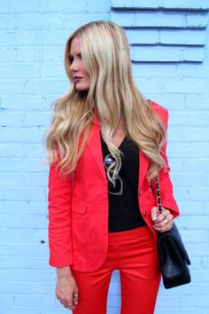 THE FASHION BOMB: Red&Black Outfit. Love this tailored suit. Power color on a power suit. Coast Fashion, Indie Fashion, Cute Fashion, Fashion Outfits, Bank Fashion, Womens Fashion, Barefoot Blonde, Red Suit, Colourful Outfits