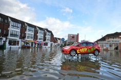 27 Astonishing Before-And-After Photos Of U.K. Flooding
