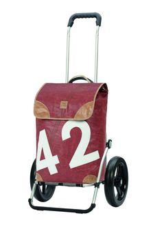 Voici le  Chariot de course Andersen Royal Shopper Lee que vous trouverez au meilleur prix sur www.senup.com.     https://www.senup.com/chariot-de-course-royal-shopper-lee-4635.html     RoyalShopper Lee-Andersen Shopper  Sac disponible en 2 couleurs    Hauteur : 111 cm.  Largeur : 50 cm.  Poids : 3,7 kg.  Volume du sac : 50 L.  Diamètre des roues : 29 cm.  Utilisable comme remorque à vélo.