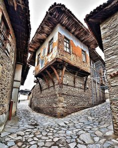 Old house in Birgi, Izmir, Turkey Craftsman Paintings, Bamboo House Design, Unusual Homes, Interesting Buildings, City Landscape, Turkey Travel, Old Building, Stone Houses, Facade House