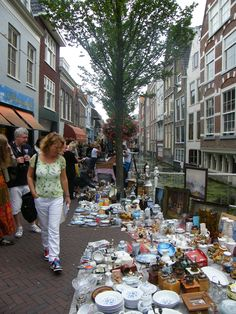 The Popular Antiques, Bric-á-brac and Book Market right in the historic centre of Delft. On Saturdays and Thursdays from April 12th till October 13th. The Netherlands
