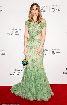 Suki Waterhouse flaunts fab figure in sheer backless dress for screening at Tribeca Film Festival Suki Waterhouse, Tribeca Film Festival, Green Gown, Nice Dresses, Formal Dresses, Black Tie, Style Icons, Celebrity Style, Dress Up