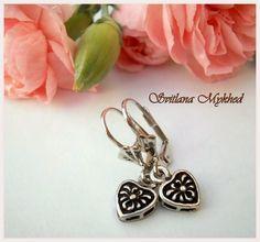 """Boucles d'oreilles """"Coeur"""" . Métal argenté : Boucles d'oreille par perles-et-couronnes"""